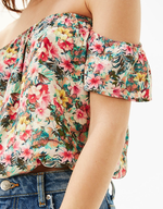 bershka print top shelf pulls